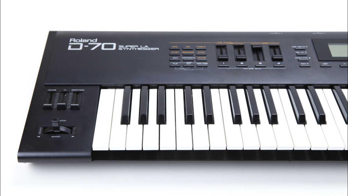 Roland D-70