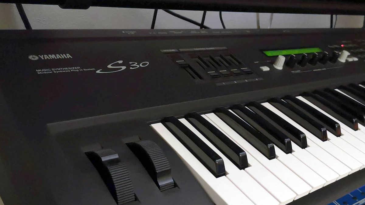 Yamaha S30