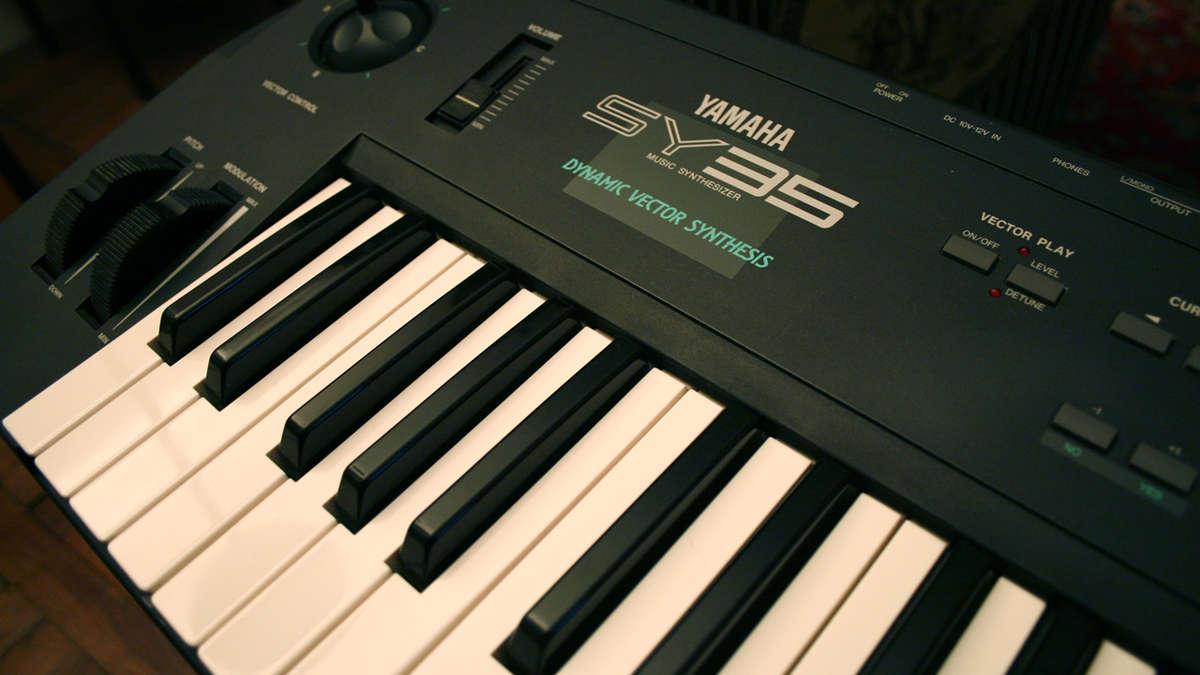Yamaha SY35