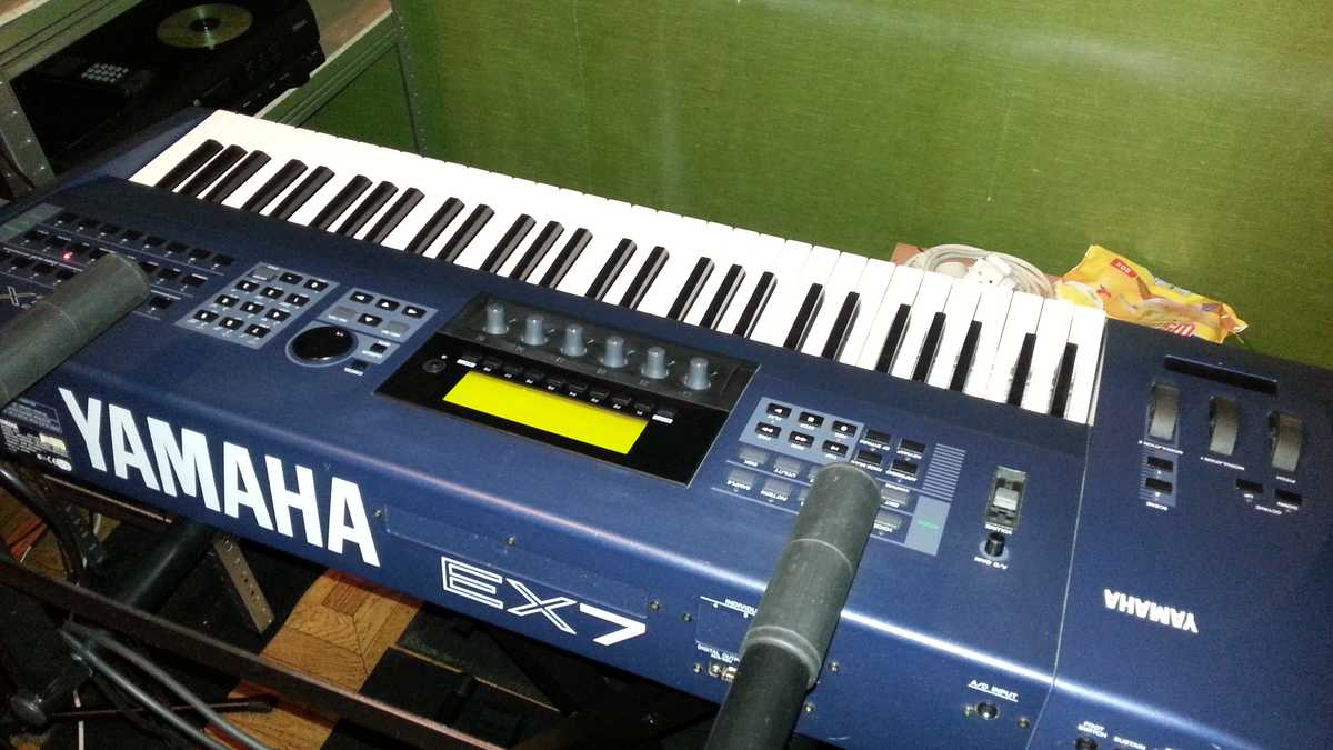 Yamaha EX7